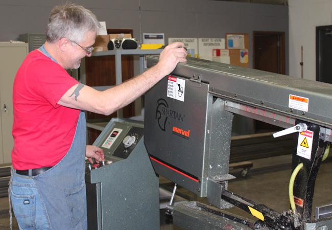 Máquina de la fijación trabajador de la tienda